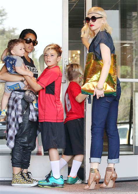 Gwen Stefani Uses Photo Ops By The Paparazzi To Show Off