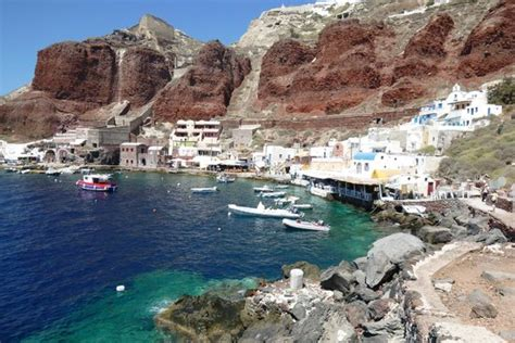 Ammoudi Bay-Dimitris last on the dock - Picture of