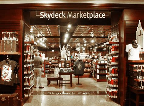 Skydeck Chicago › Skydeck Gift Store